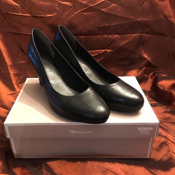 325d57ebf Tamaris size 11M black leather low heels. M_5c16a5093e0caabac57fad5f